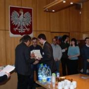 Zwycięzcą finału konkursu został Maciej Wojtkiewicz z I LO w Lęborku (opiekun mgr Ireneusz Mańkowski) a prezentacja dotyczyla ambitnego tematu Kwantowa natura światła
